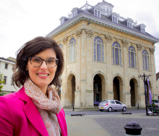 Layla Moran MP for Oxford West and Abingdon in front of Abingdon Town Hall
